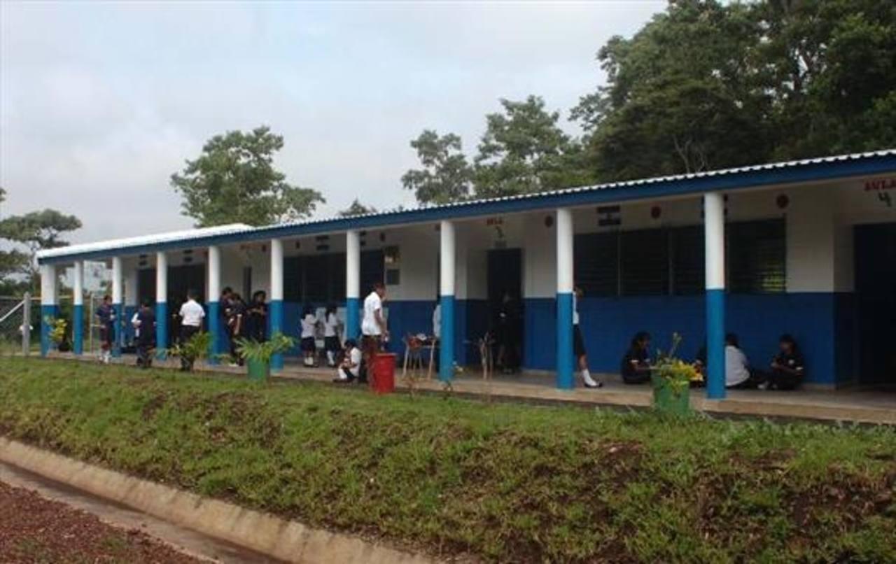 Educación desembolsa fondos a centros escolares públicos