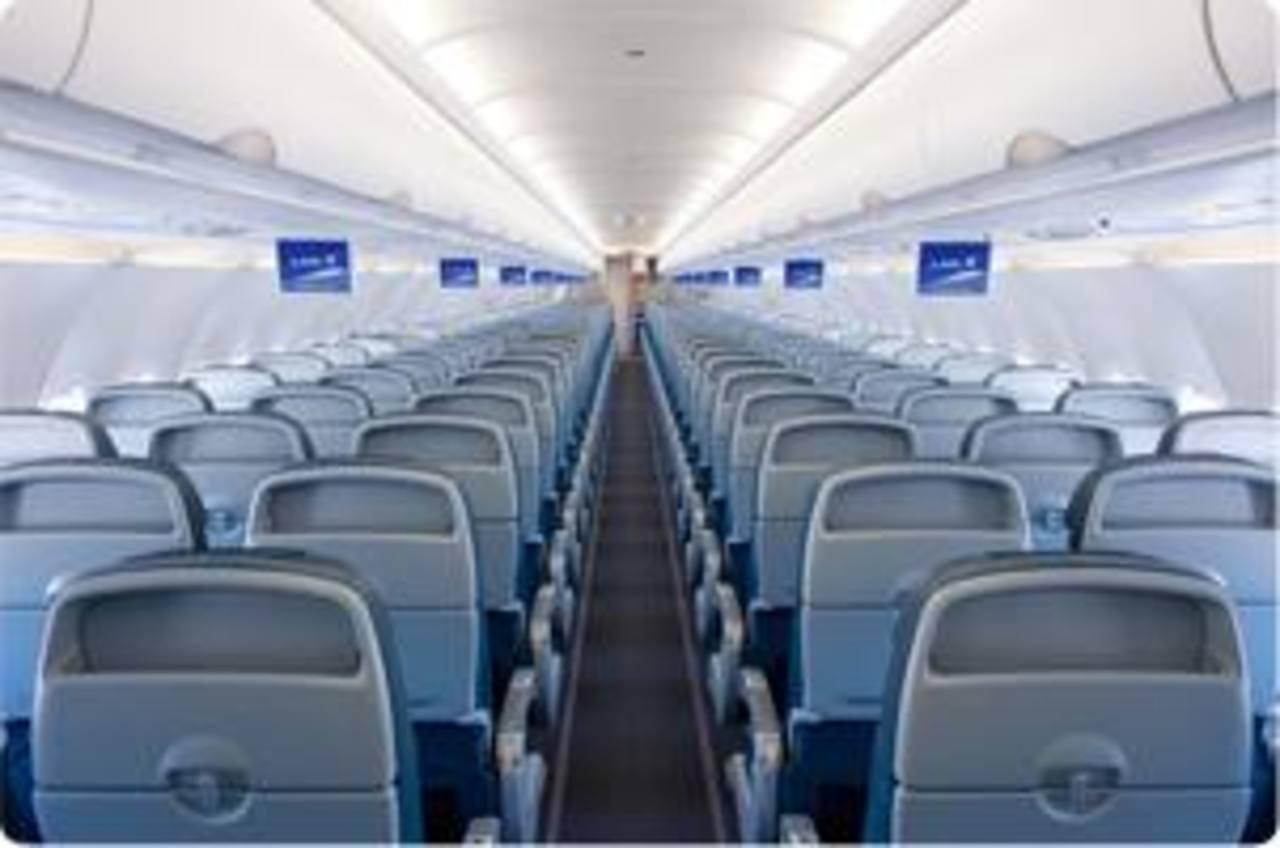 La aerolínea caribeña LIAT ha decidido bajar sus tarifas, debido a que los precios del petróleo se han reducido.