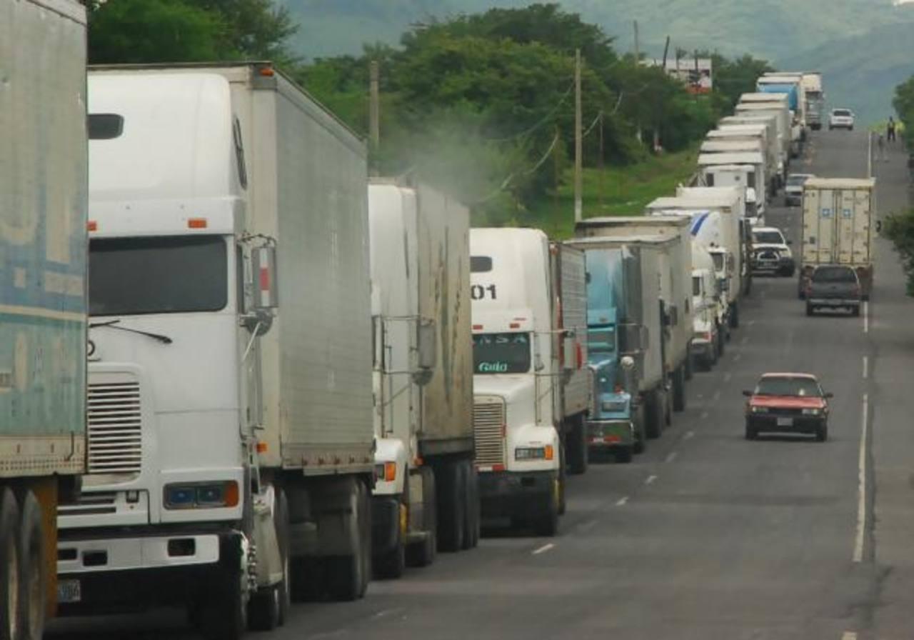 Gremiales piden a Aduanas que cese cobros irregulares de $18