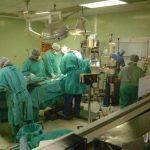Un equipo de médicos estadounidenses y salvadoreños en una cirugía de corazón en el hospital Bloom. foto edh /ARCHIVO