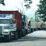 Las colas llevan semanas acumulándose en las fronteras con Guatemala.foto edh /archivo