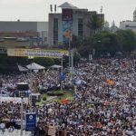 Miles de peregrinos desbordan calles por beatificación de Monseñor Romero
