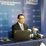 El titular del BCR, Oscar Cabrera, durante una conferencia de prensa.