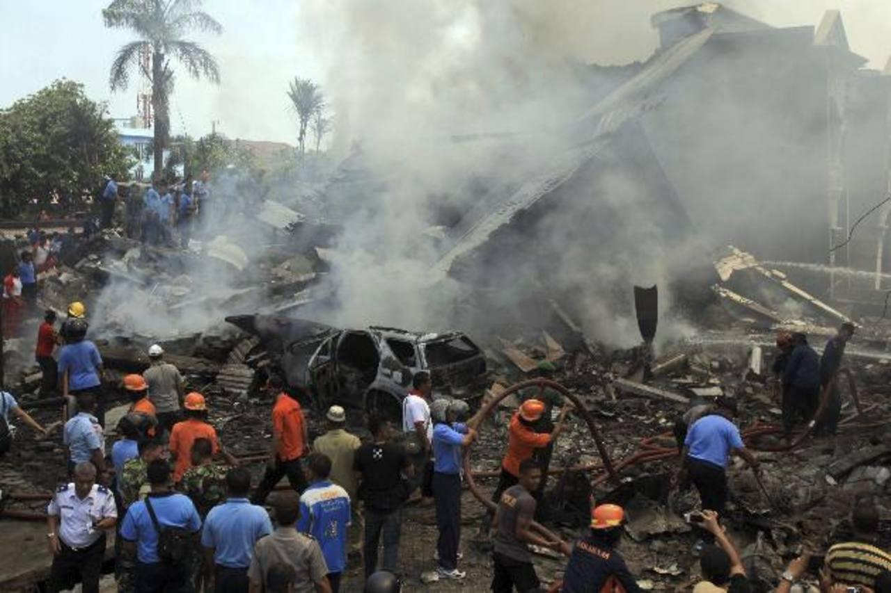 Se estrella avión militar en Indonesia