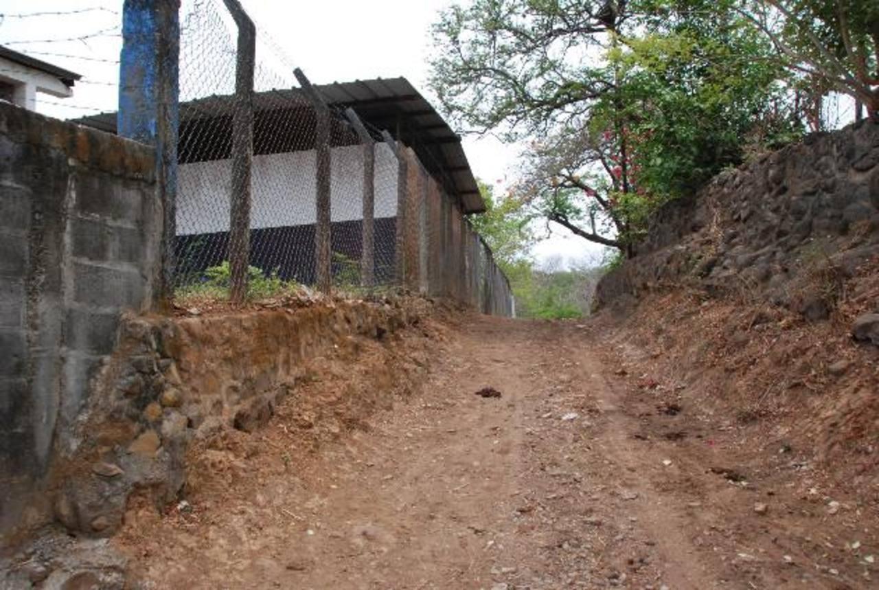La escuela de la localidad tiene años de no recibir apoyo del Ministerio de Educación, según los dirigentes comunales. Fotos edh / INSY MENDOZA