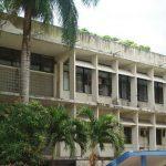 El actual rector de la UP llegó desde 1994 y se le acusa de manejar la universidad al estilo Luis XIV, sin invertir en la modernización del campus.