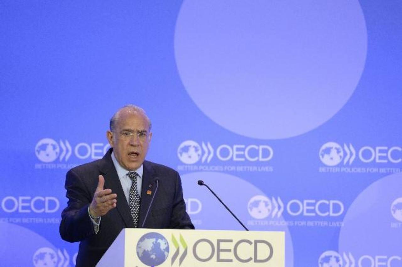 """El secretario general de la OCDE, José Ángel Gurría, interviene durante el foro de la Organización para la Cooperación y el Desarrollo Económico (OCDE). El foro, celebrado bajo el título """"Invirtiendo en el futuro: gente, planeta, prosperidad"""", conclu"""