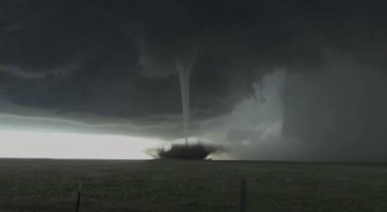 Video: Graba espectacular tornado que recorre planicies de Estados Unidos