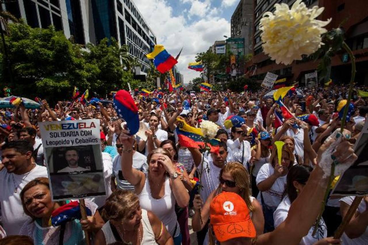 El pasado sábado 30 de mayo, decenas de miles de venezolanos se manifestaron en apoyo a los presos políticos. foto edh / efe