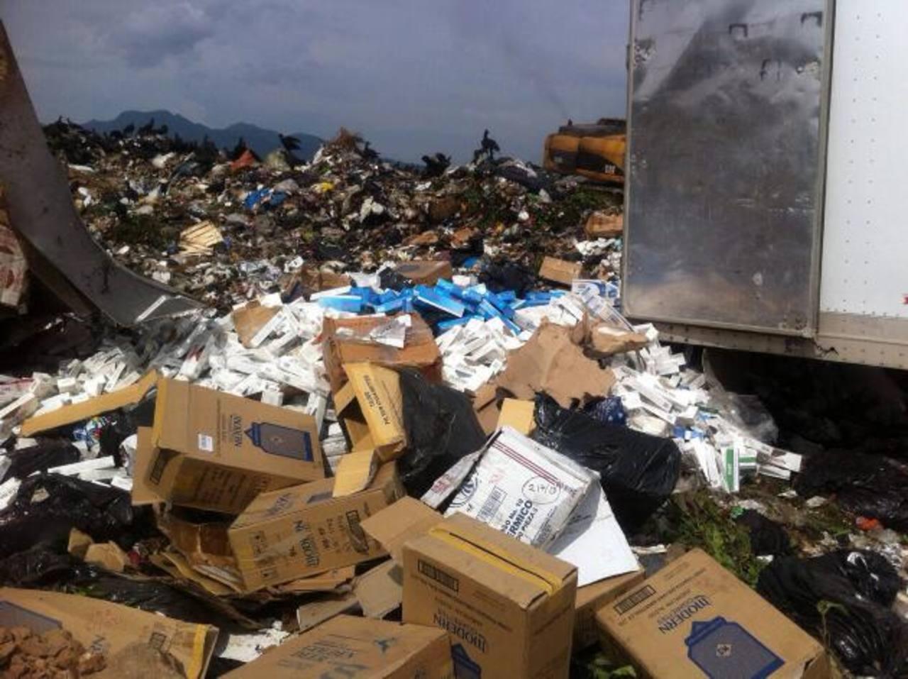 Parte del cargamento millonario de cigarrillos destruidos en una planta procesadora de basura en Nejapa. Foto EDH