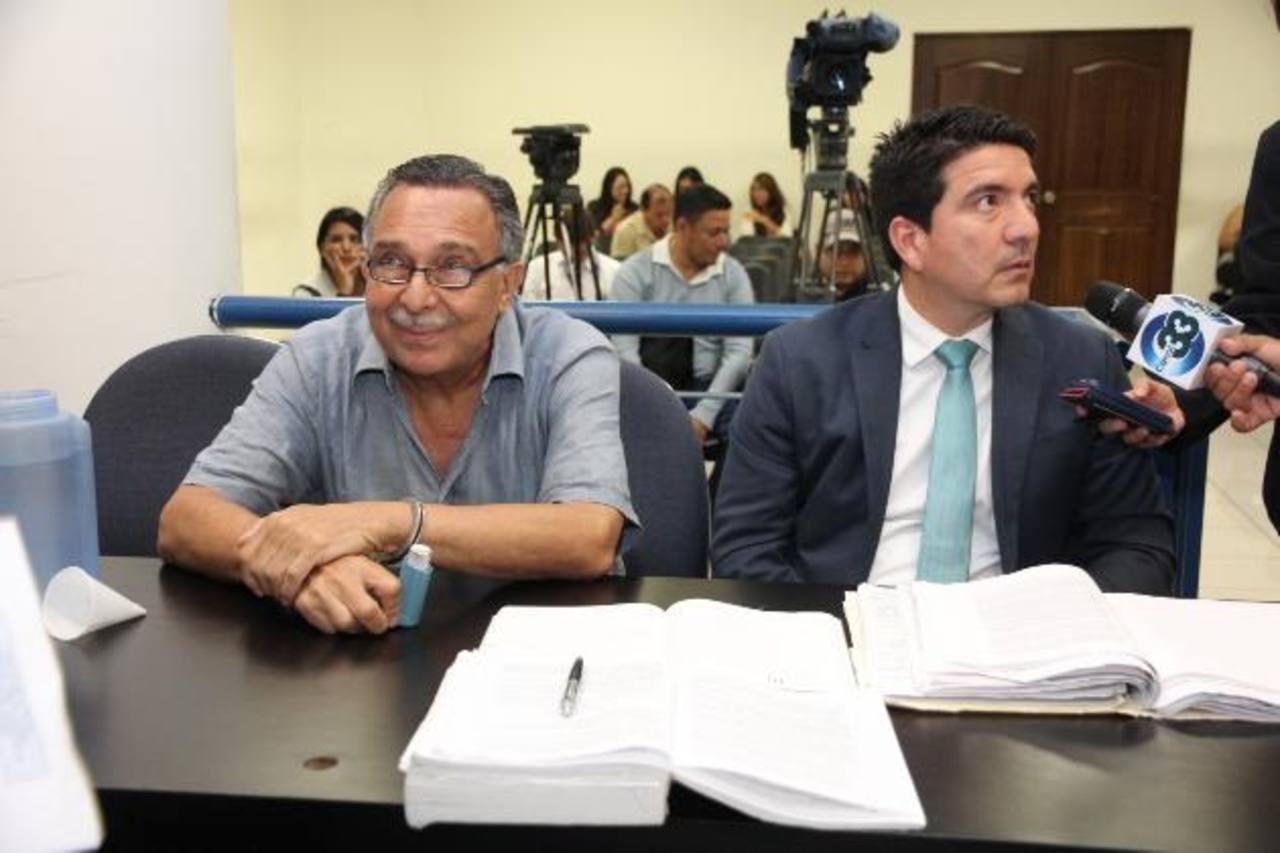 El rostro de Carlos Perla reflejaba la satisfacción de haber logrado la libertad condicional.