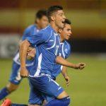 """Bonilla festeja uno de sus dos goles en el Cuscatlán, junto al """"Cacho"""" Larín. Foto EDH/ Archivo"""