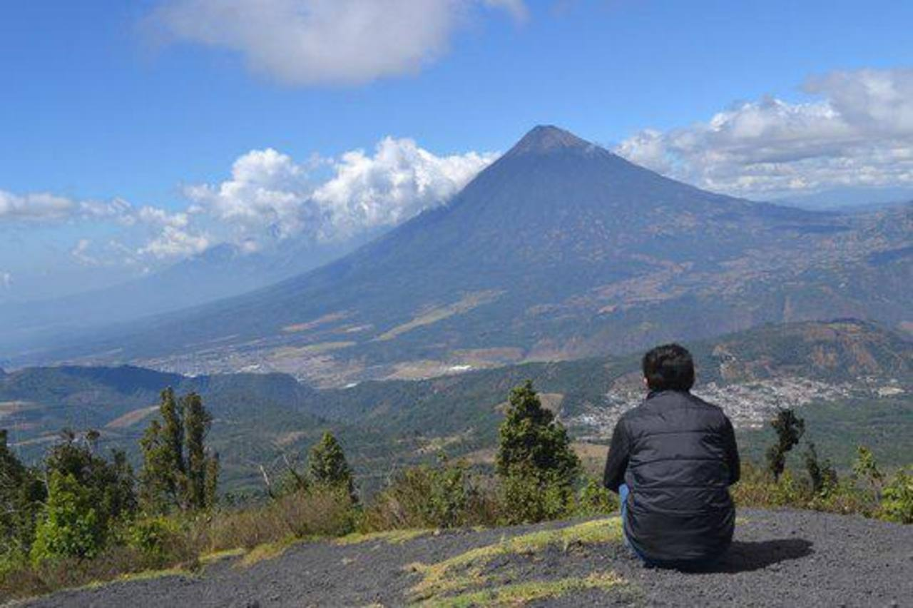 Volcán de Fuego de Guatemala inicia erupción