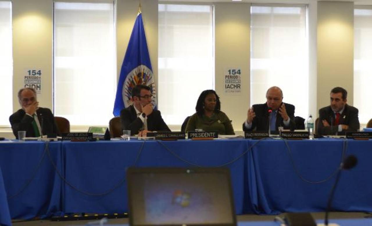 Miembros de la CIDH de la OEA, en el reciente periodo de sesiones, en una audiencia especial de información por personeros de la SIP. foto EDH / Tomás Guevara