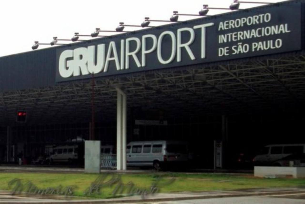 En Sao Paulo, que acogió el primer partido del Mundial el 12 de junio de 2014 entre Brasil y Croacia (3-1), la conexión del metro con el aeropuerto de Guarulhos -que opera para la ciudad- fue cancelada.
