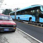Ayer, un bus articulado del Sitramss colisionó con un pick up entre la 1a. Av. Norte y la alameda Juan Pablo II, cuando iba hacia Soyapango. foto edh / Jorge Reyes