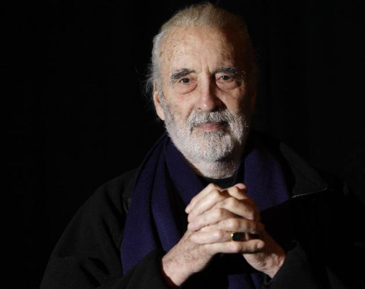 """El actor británico falleció el domingo 7 de junio a causa de un problema respiratorio. El también músico y amante del heavy metal dejará un legado que cautivará a otras generaciones. Christopher Lee será recordado por darle vida al mago Saruman en """"E"""