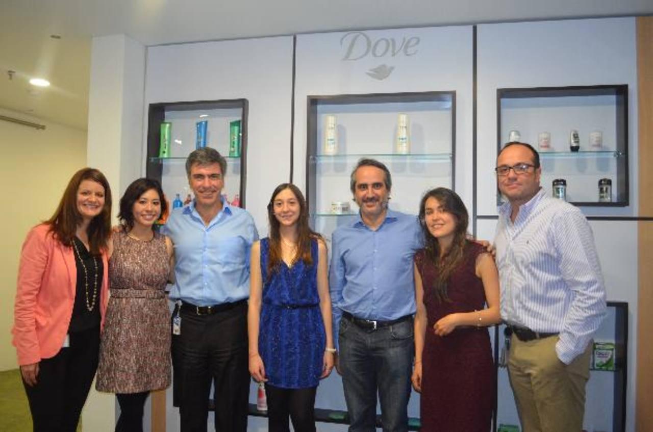 Representantes de Unilever invitaron a estudiantes de nueve países a sumarse a esta ingeniosa competencia. FOTO EDH / Xenia Zepeda.