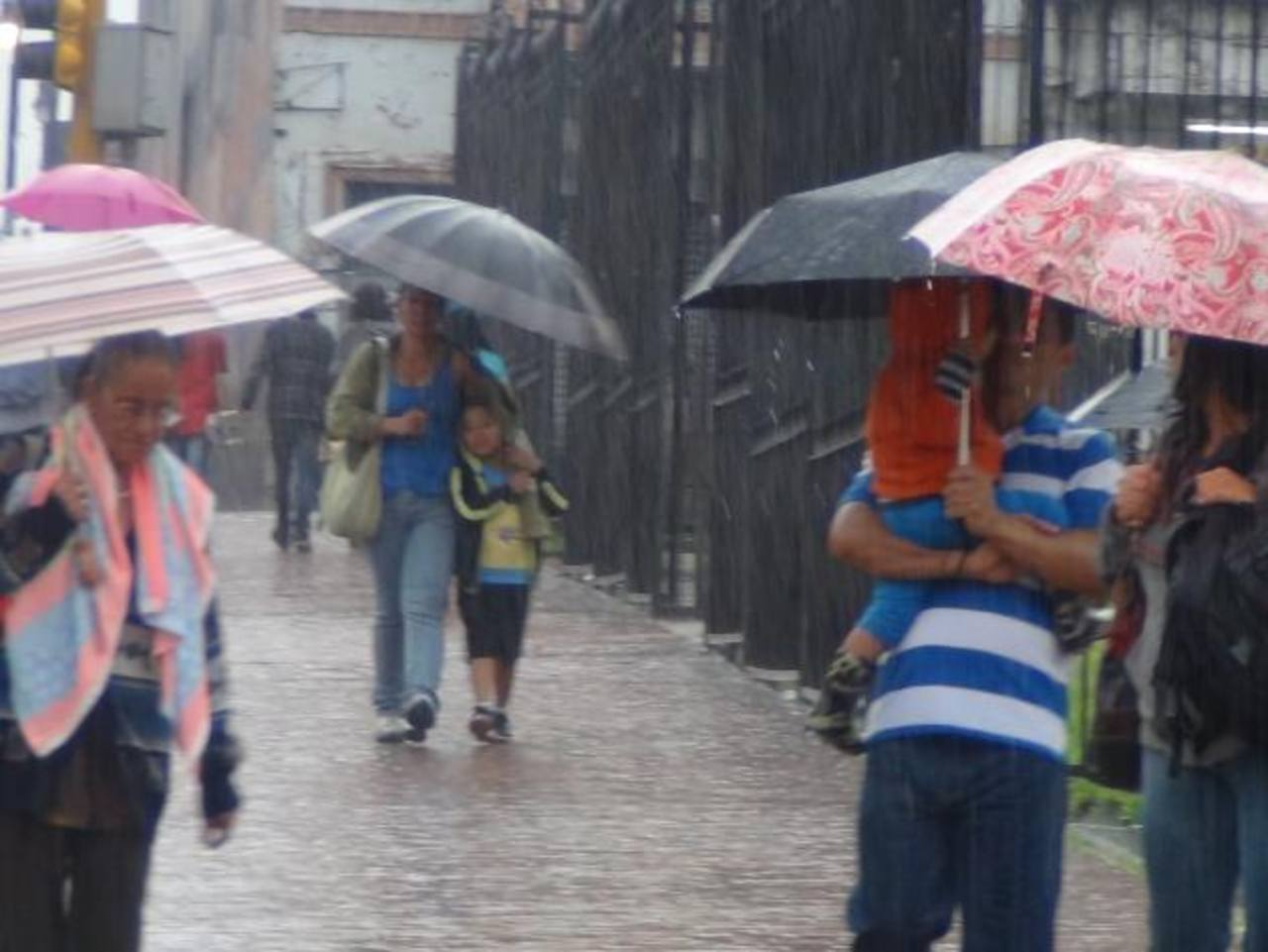 435 personas son evacuadas por lluvias en Costa Rica