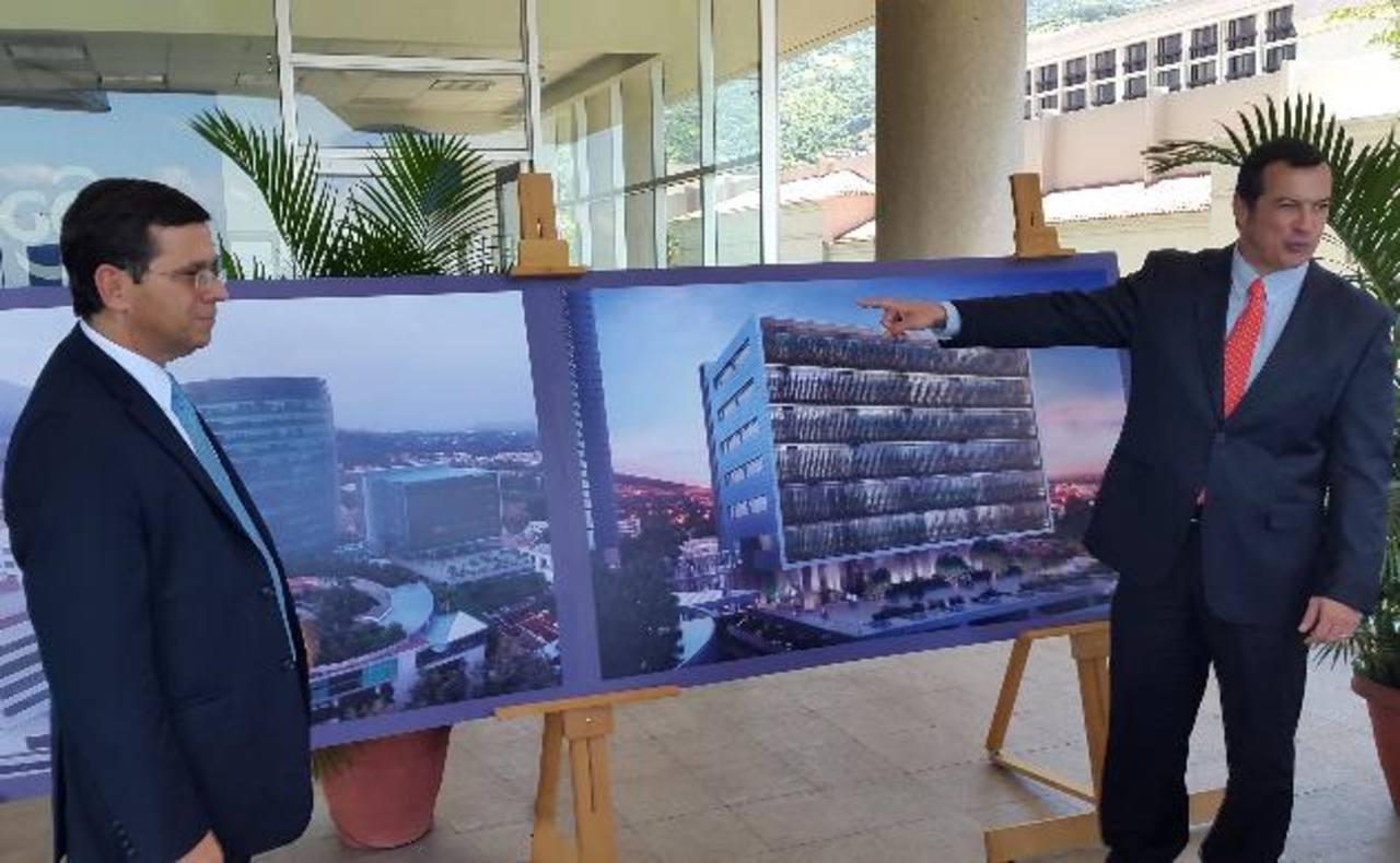 Roberto Simán, presidente ejecutivo de Grupo Agrisal, y Ricardo Augspurg, director de la división inmobiliaria del grupo. foto EDH