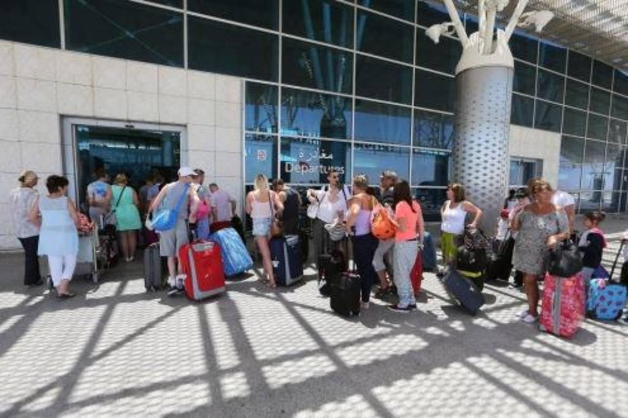 Cerca de 2.500 turistas abandonan Túnez tras atentado