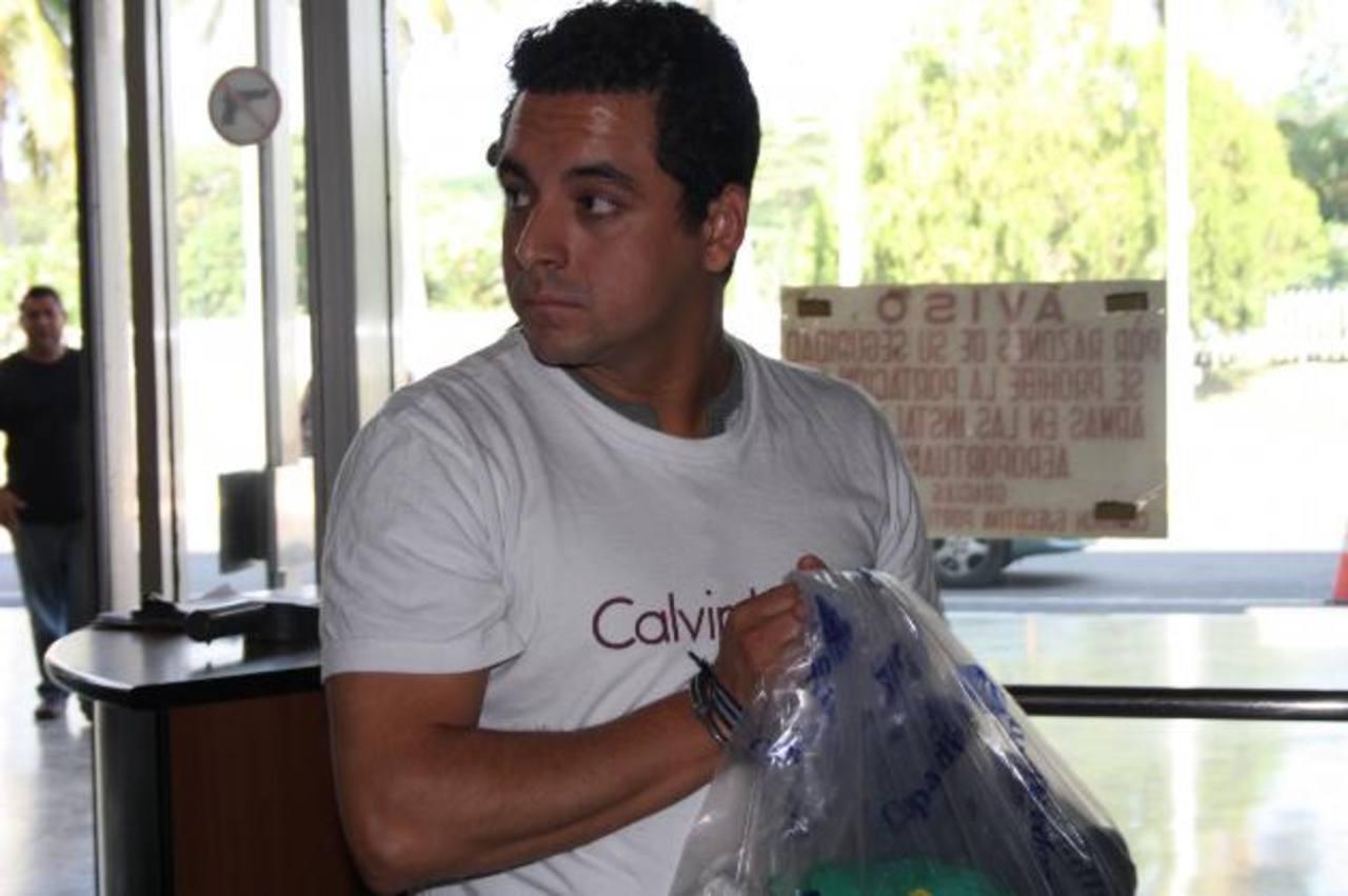 Javier Ordóñez Fernández, de 27 años de edad, fue capturado con dinero oculto en una mochila. Foto EDH / archivo.