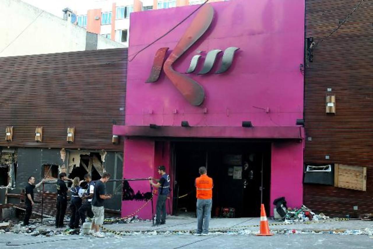Condenan a 2 bomberos por incendio en discoteca en Brasil