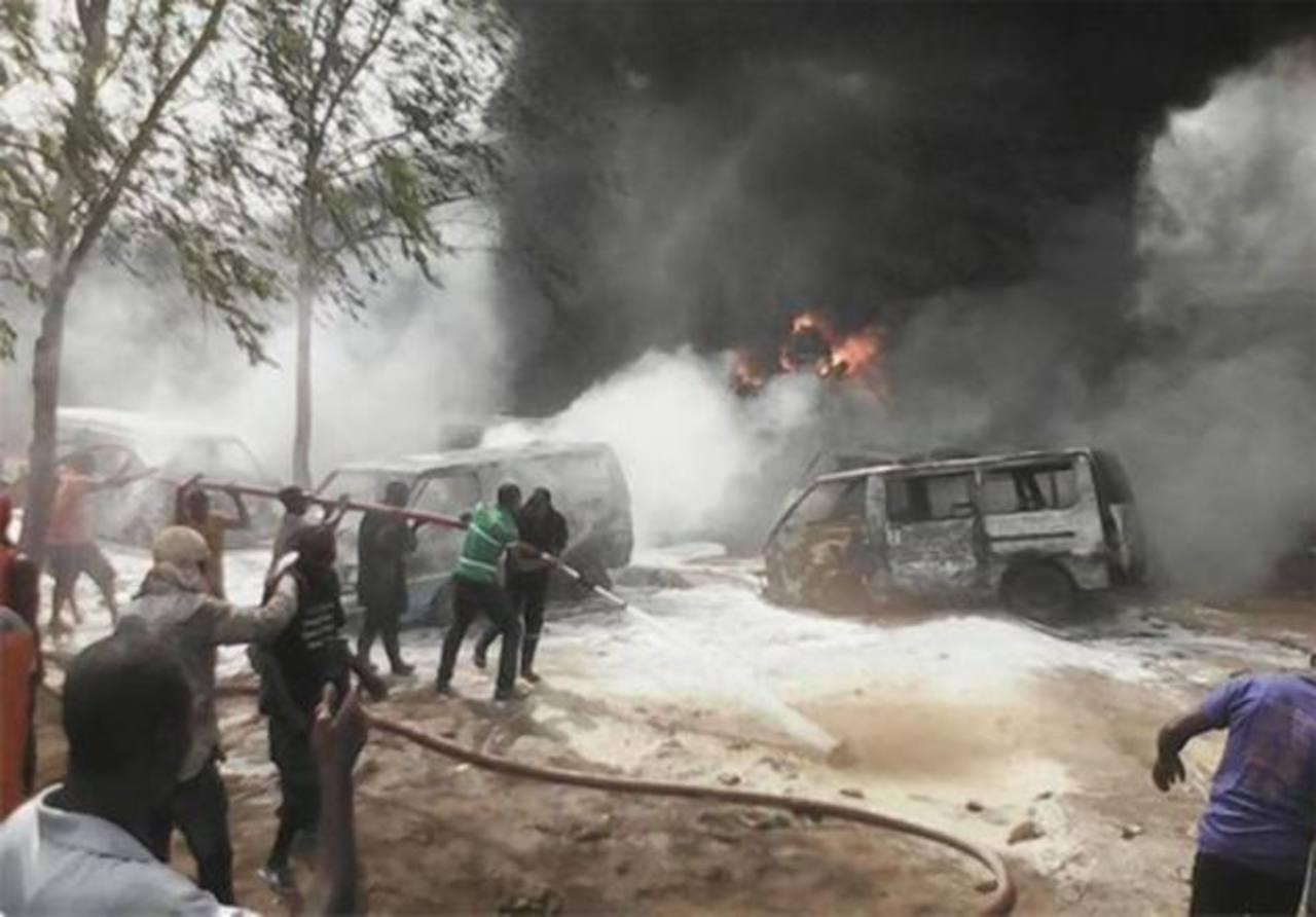 Explota camión cisterna en Nigeria; 69 muertos