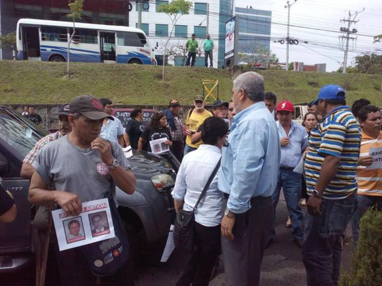 Lisiados de guerra piden justicia ante la Fiscalía por asesinato de presidente y su hijo