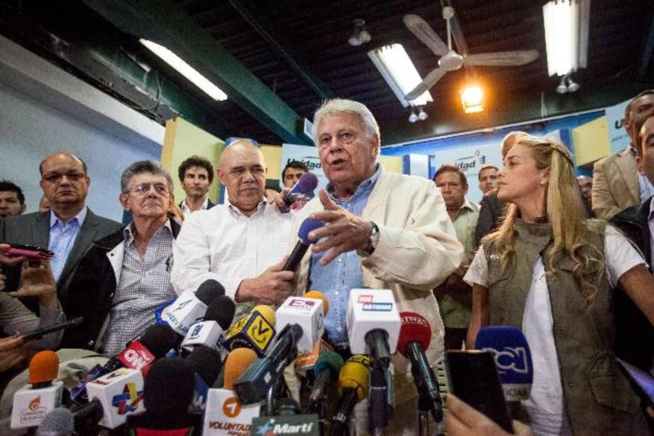 Felipe González en rueda de prensa tras su reunión con la oposición venezolana representada en la MUD. Foto EDH