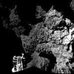 """Philae quedó en una zona oscura del cometa 67/P Churyumov-Gerasimenko , por lo que no pudo recargar sus baterías solares y entró en hibernación. La misión Philae Lander preguntó en su habitual tono desenfadado y personalizando al robot: """"¿Cuánto tiem"""
