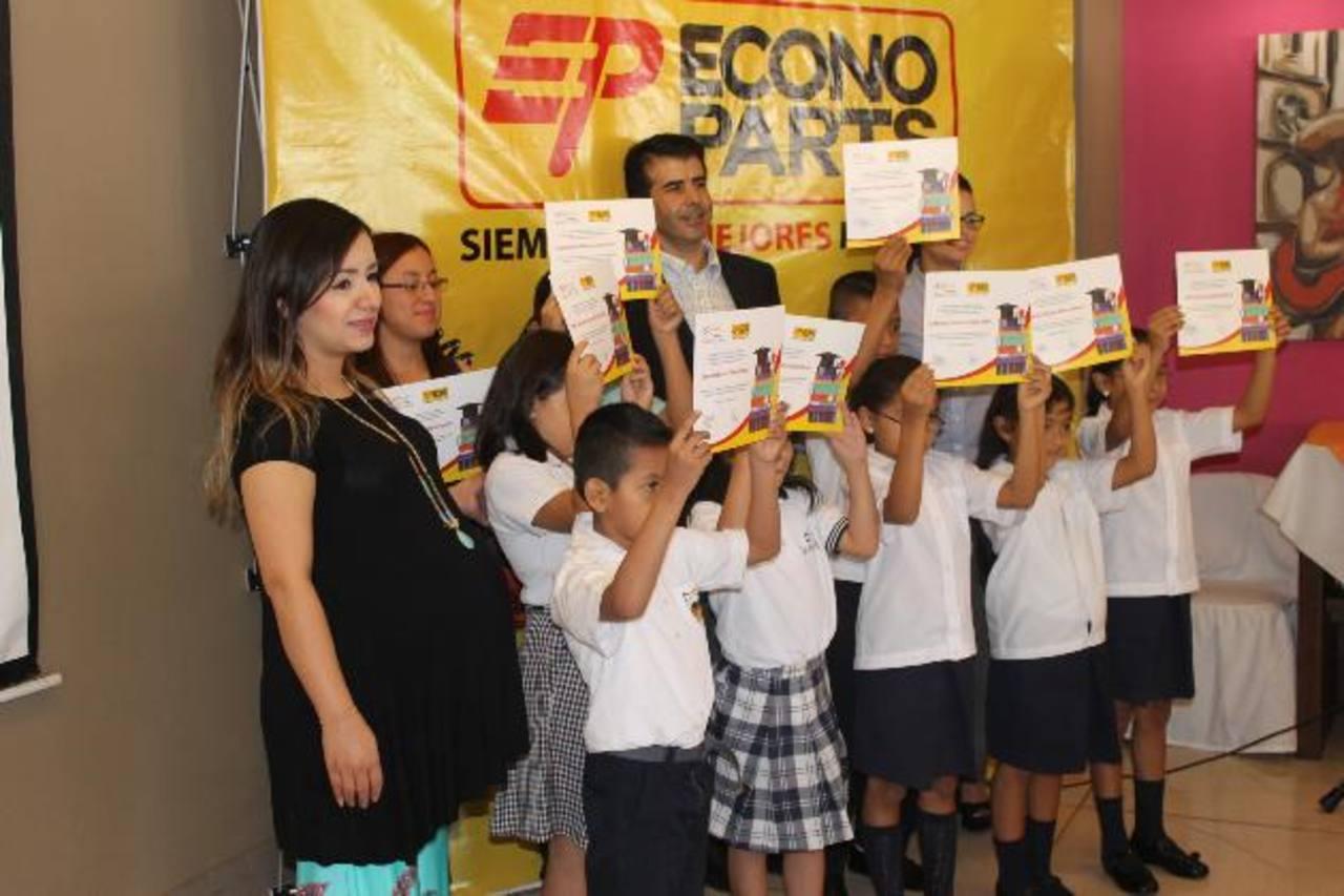 70 niños podrán ahora tener un mejor futuro gracias a las becas otorgadas por Econoparts. Foto EDH /David Rezzio