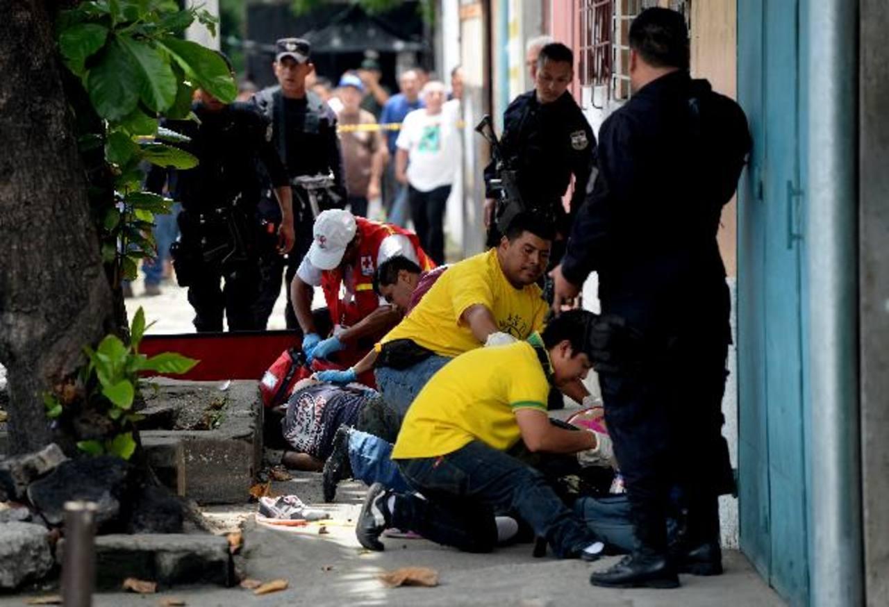 El promedio diario de homicidios, según el IML, es de 20.7. Mayo cerró con 641 asesinatos. Foto EDH/Marlon Hernández