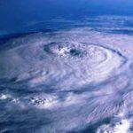 Carlos se vuelve huracán frente al suroeste de México