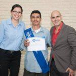 Plycem premió al primer grupo de graduados de su programa de RSE. Foto EDH /Xenia Zepeda