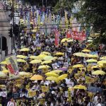 Miles marchan en Hong Kong para pedir democracia