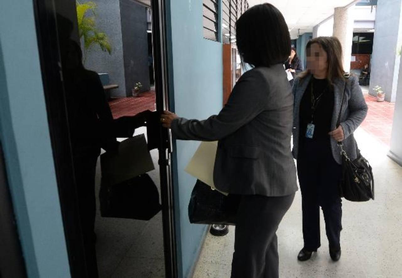 Fiscales del caso CEL-Enel llegan al tribunal Cuarto de Sentencia para pedir que se cumpla acuerdo con Enel a través de una audiencia especial antes del juicio. Foto EDH / JAIME ANAYA.
