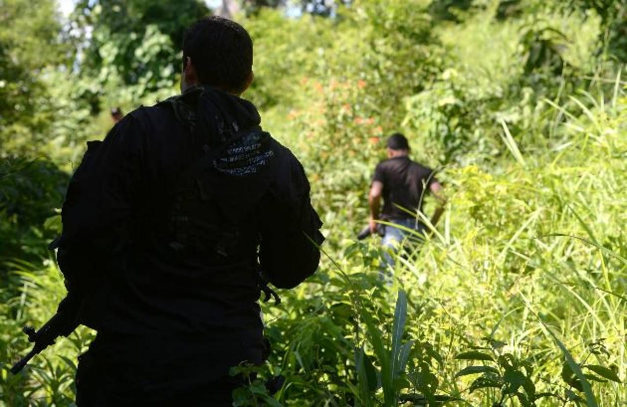 Supuestos mareros asesinaron a Edenilson Alexánder Escamilla en Nejapa, ayer por la mañana. Foto EDH / Jaime Anaya