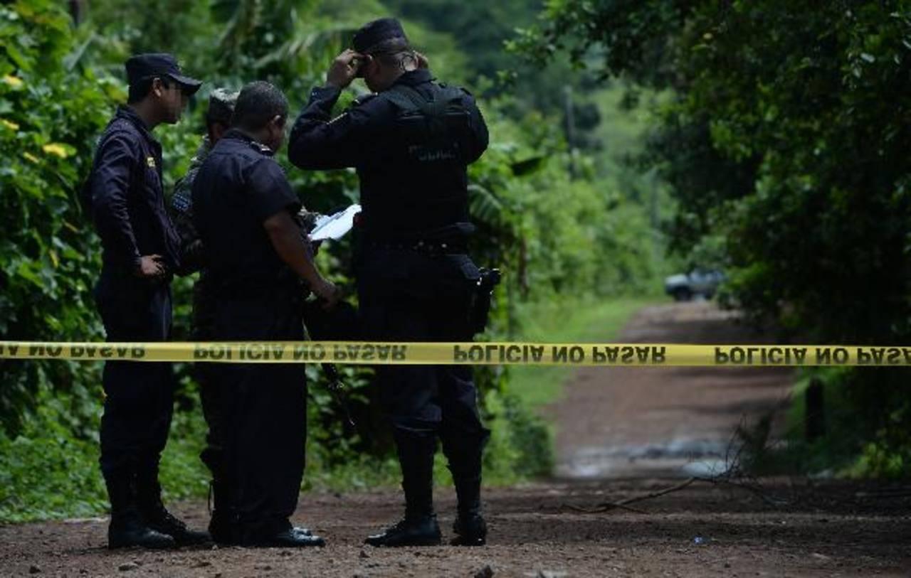 Los cuerpos de los esposos fueron hallados en la calle hacia El Paisnal. Foto EDH / Jaime Anaya