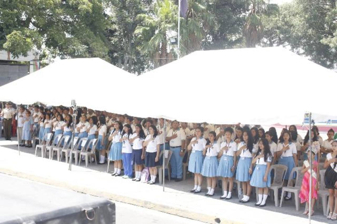 En el concurso participaron varias instituciones educativas de la ciudad de Cojutepeque. Foto EDH /cortesía.