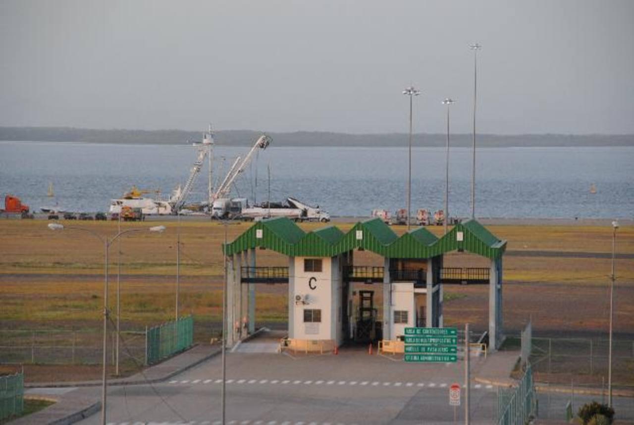El Puerto de La Unión opera de forma irregular desde 2009, por lo que no cubre los gastos que genera. foto edh / archivo