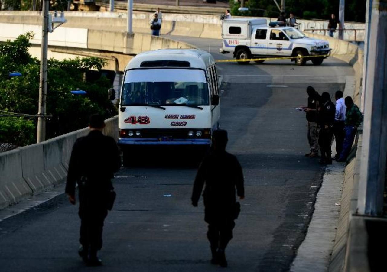 Asesinan al motorista de la ruta 48 Carlos Tejada, de 48 años. Foto EDH / Marlon Hernández