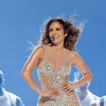 Demandan a Jennifer Lopez por su sensualidad