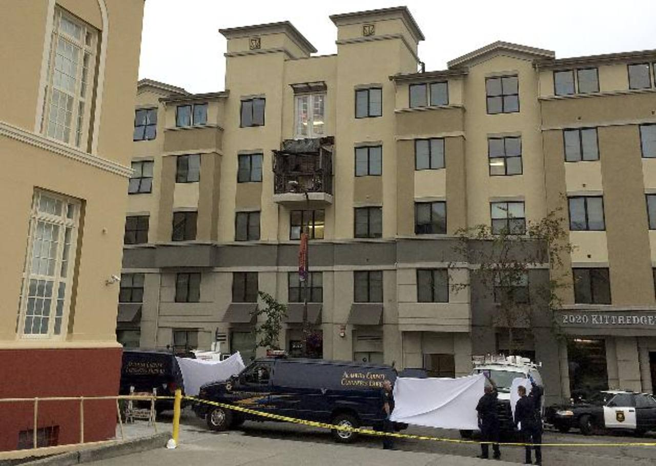 Mueren 6 estudiantes al caer balcón en Berkeley, California
