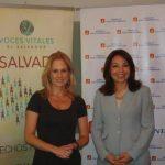 Alexandra Arauja de Sola (izquierda), presidenta de Voces Vitales, y Lorena Rubio gerente general Banco G&T El Salvador