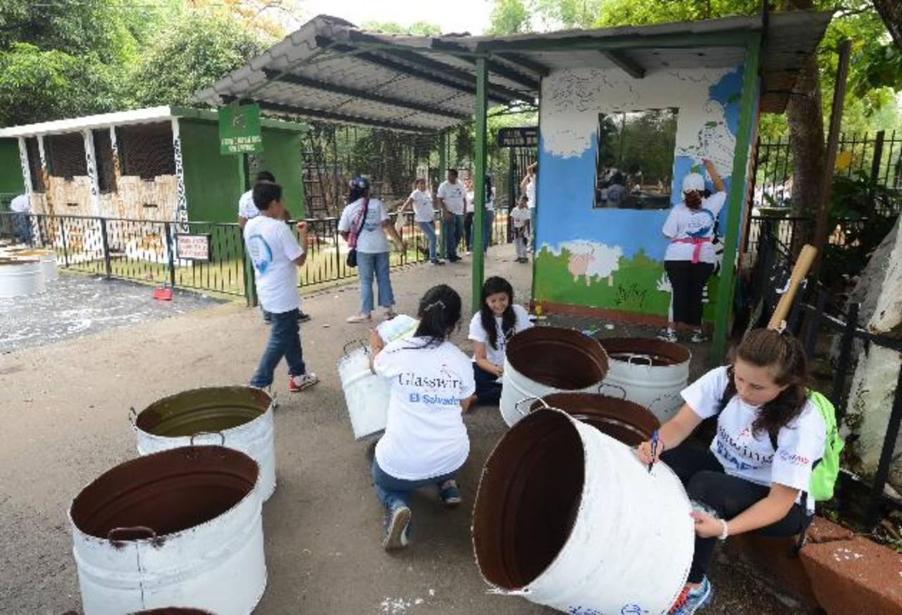 Los voluntarios y sus familias pudieron convivir mientras realizaban las diferentes actividades de la remodelación en zonas áreas del parque.