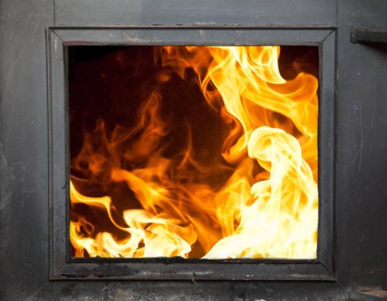 Algunas empresas en El Salvador cuentan con hornos incineradores de desechos, como la cementera Holcim, que tiene uno para quemar llantas usadas de todo el país. Holly Jones, directora ejecutiva del Cedes. Foto EDH / douglas urquilla