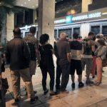 Los helenos han comenzado a retirar su dinero de los bancos desde el viernes pasado, temiendo un control de capitales que, finalmente, fue confirmado ayer. Fotos EDH/efe