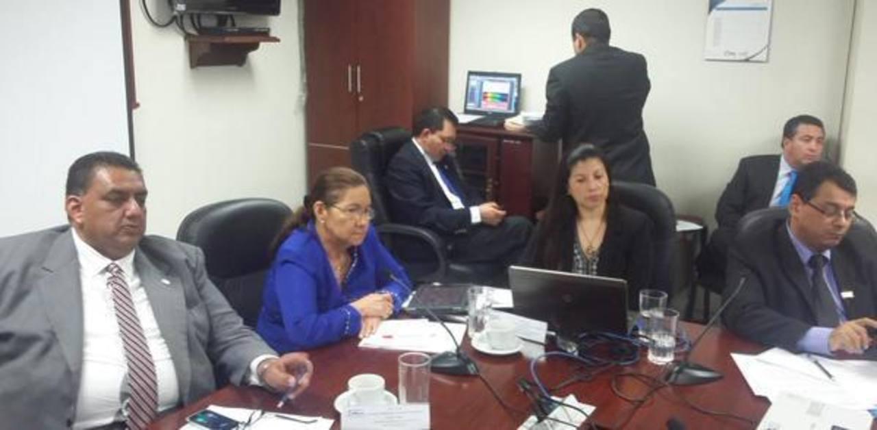 Diputados proponen reingeniería del TSE y piden estudiar el voto electrónico