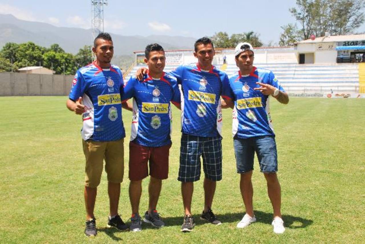 La semana pasada Metapán presentó a sus fichajes Salinas, Rugamas, González y Suárez. Foto EDH/Víctor Zelada